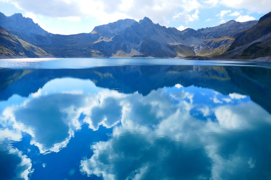 lake sky blue 1500x1000