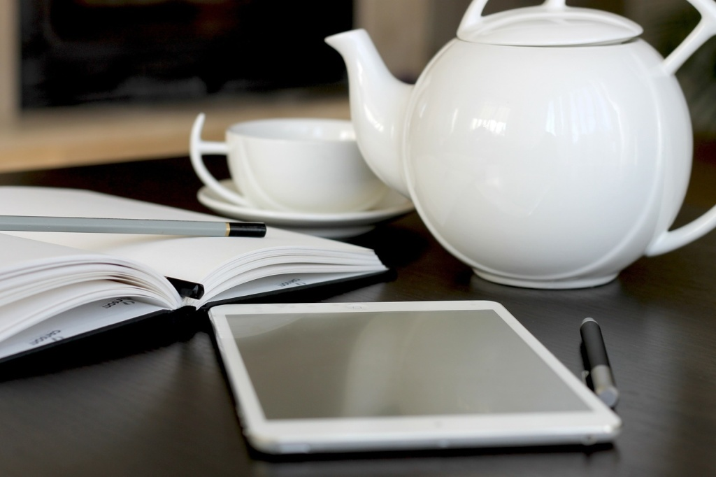 white tea pot 1500x1000