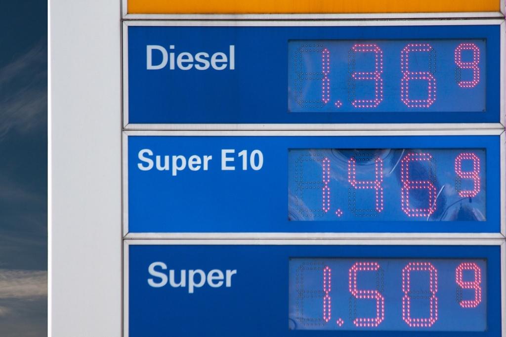 Gasoline Pump Prices 1500x1000