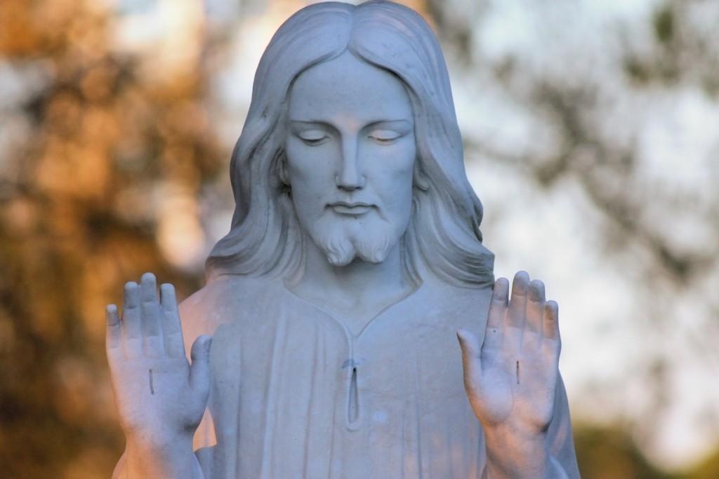 jesus statue 1500x1000